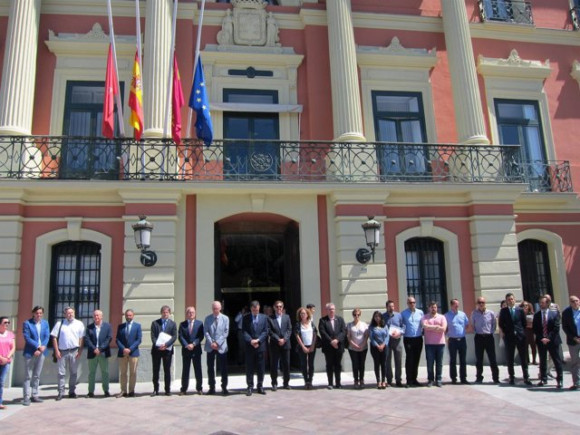 Minuto silencio Ayuntamiento Murcia por el atentado