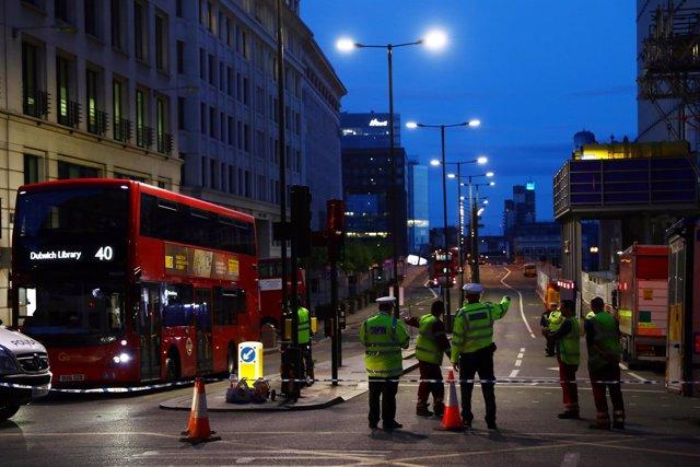 Policía junto al Puente de Londres