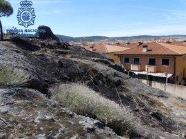 Detenidos dos jóvenes por un incendio en la zona del Mirador del Jardín en Plasencia (Cáceres)