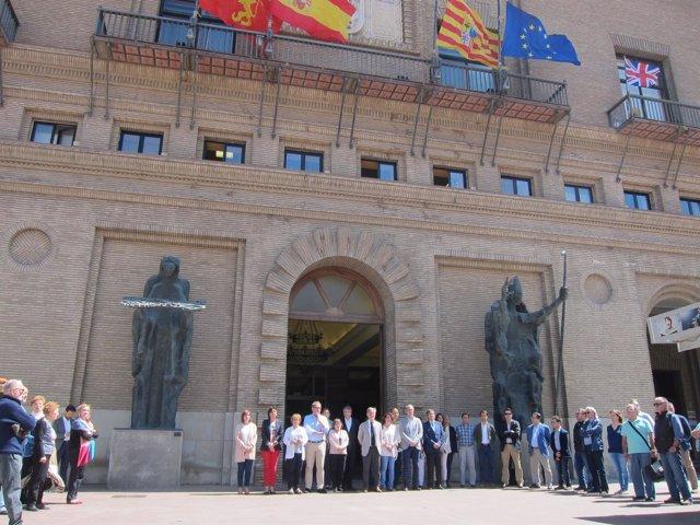 Minuto de silencio en el Ayuntamiento de Zaragoza tras el atentado en Londres