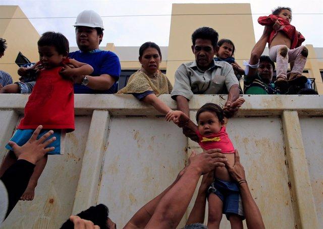 Civiles rescatados de los enfrentamientos en Marawi