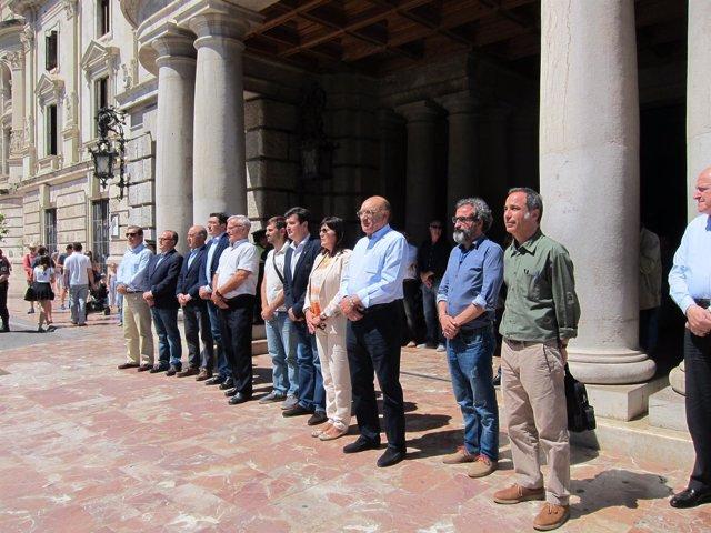 Minuto de silencio en el Ayuntamiento de València