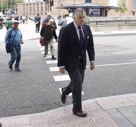 """Bárcenas cree que es un """"despropósito"""" que Rajoy tenga que testificar en el juicio"""