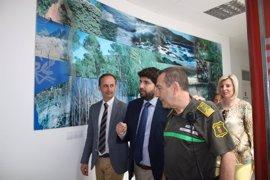 López Miras anuncia un incremento del número de agentes medioambientales para cubrir el entorno del Mar Menor