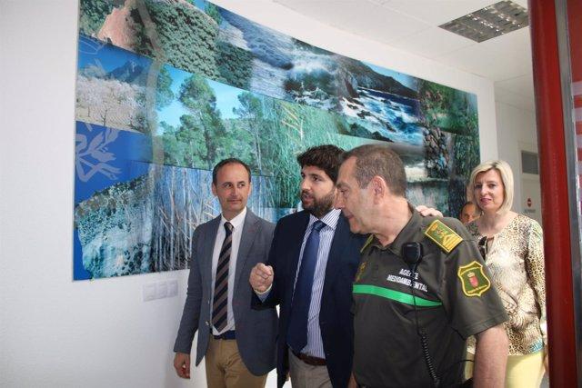López Miras, visita las dependencias Centro Regional de Agentes Medioambientales