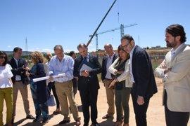 La Junta presenta el nuevo proyecto arquitectónico del hospital de Cuenca a diputados regionales