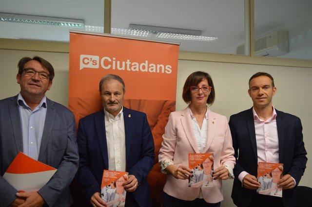 Ángeles Ribes con sus compañeros de Cs en el Ayuntamiento de Lleida