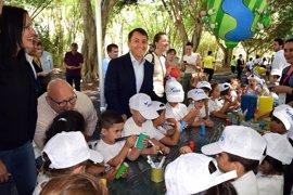 """El Ayuntamiento de Santa Cruz de Tenerife renueva su """"compromiso"""" con el medio ambiente con el proyecto 'Ambiéntate'"""