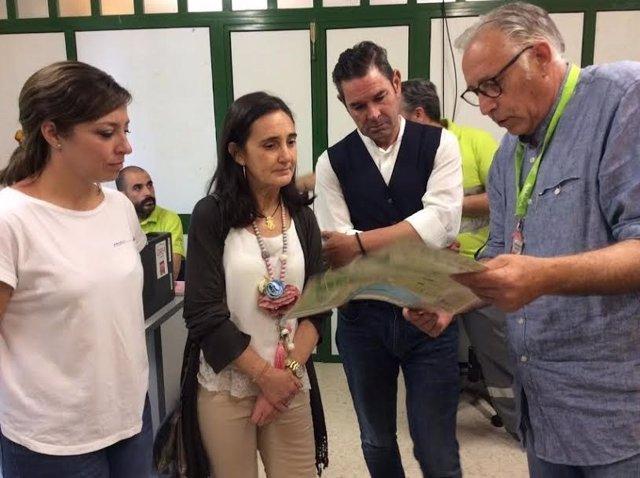 Autoridades en el Cecopi en El Rocío.