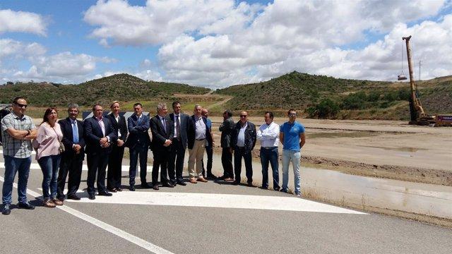 Olonay Gastón visitan las obras de Aviagen en San Esteban de Litera