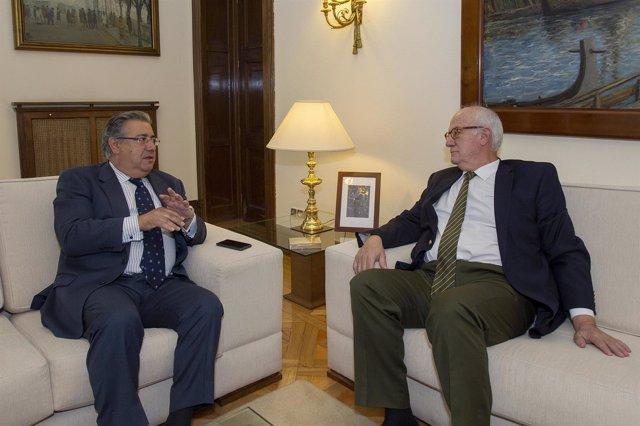 Zoido se reúne con el presidente del CSN