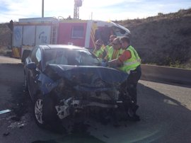 Tres heridos y un bebé ileso en un choque entre dos vehículos en la carretera de Valdemingómez