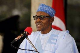 La primera dama dice que el presidente de Nigeria se recupera rápido y que volverá pronto