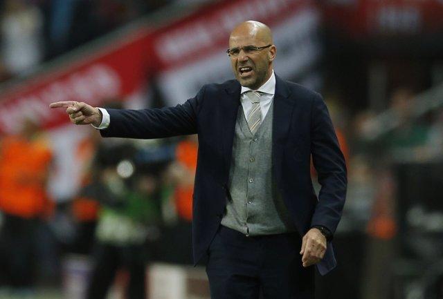 El entrenador del Ajax Peter Bosz
