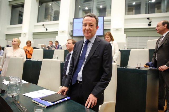 Henríquez de Luna ocupa en el Pleno de Madrid el asiento de Aguirre