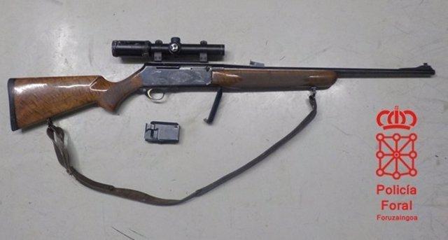 Rifle con mira telescópica incautada