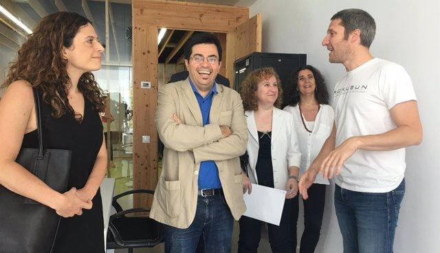 Francesca Bria, Gerardo Pisarello y Sara Berbel en la Incubadora MediaTIC