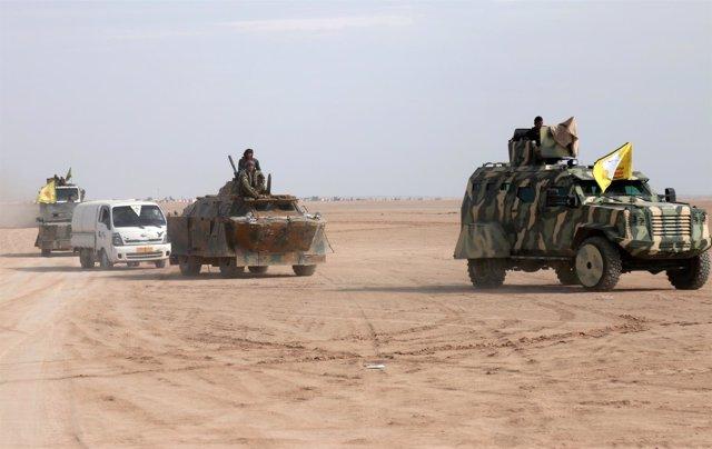 Efectivos de las FDS cerca de Raqqa