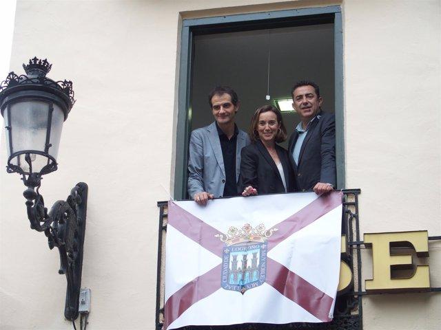 Gamarra y Sáinz colocan la bandera