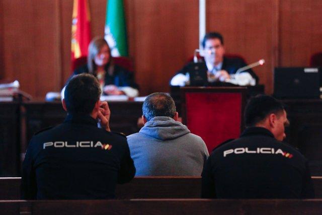 Primera sesión del juicio por la violación mortal en el Parque de María Luisa