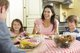 Cómo llevar una dieta saludable en una familia actual