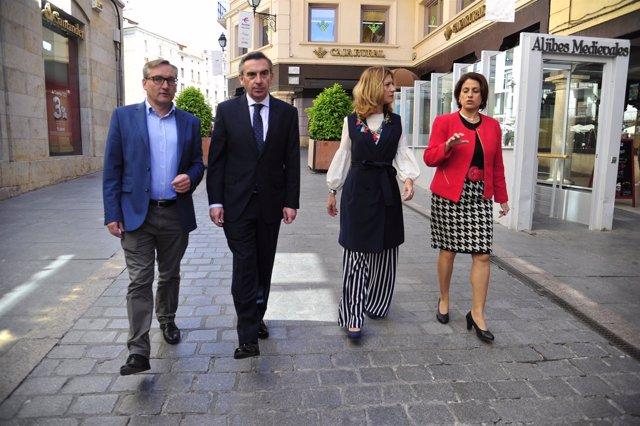 El presidente del PP Aragón visita la ciudad de Teruel