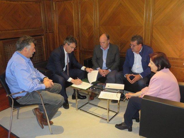 La Diputación De León Firma Un Convenio Con La Asociación De Juntas Agropecuaria