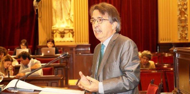 El portavoz de Cs, Xavier Pericay, durante el pleno del Parlament
