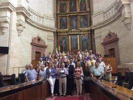 El presidente del Centro de Día Córdoba 2, José Yllanes, reconocido por sorpresa en el Parlamento andaluz