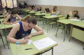 CCOO estima que un total de 26.565 personas figuran en la lista provisional para opositar a las 1.400 plazas de maestro