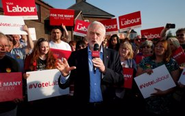 Corbyn desafía las expectativas con su apuesta por un regreso a la izquierda más pura