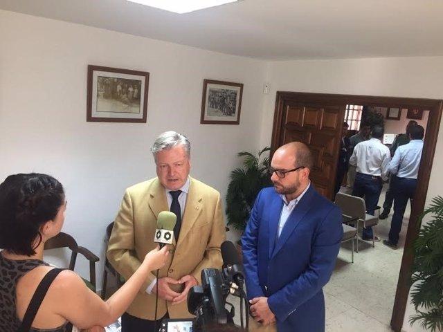 Primo Jurado (izda.) y Sánchez, tras la Junta Local de Seguridad