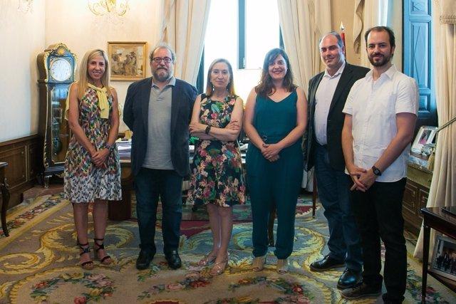 Ana Pastor recibe a los miembros de la APDDA