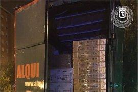 Recuperado en Ciudad Lineal un camión robado lleno de electrodomésticos