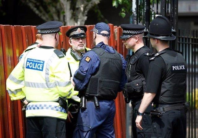 Policías armados en Mánchester
