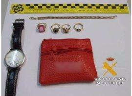 Dos detenidos, uno de ellos menor, por robar en una vivienda habitada de Almansa