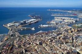 """El Puerto de Tarragona aborda la segunda jornada de huelga de estibadores """"sin incidencias"""""""