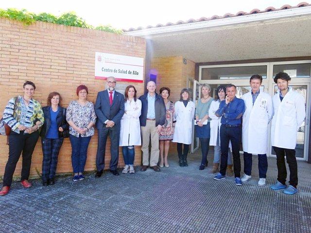 Domínguez con el equipo del centro de salud de Allo