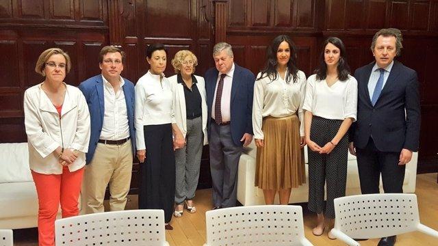 El Ayuntamiento de Madrid con el padre de Leopoldo López