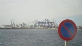 Normalidad en la segunda jornada de paros de los estibadores en el Puerto de València