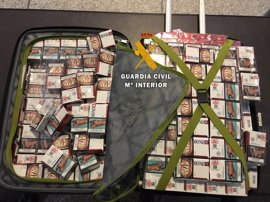 Intervenidas 5.300 cajetillas de tabaco de contrabando en el aeropuerto de Málaga
