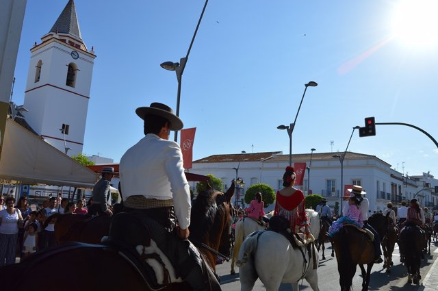 Salida de la Hermandad del Rocío de San Juan del Puerto.