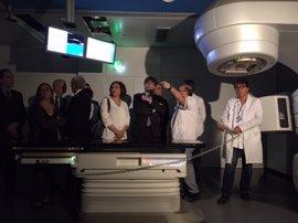 """Puigdemont y Colau ensalzan la """"colaboración"""" al abrir el nuevo edificio del Hospital del Mar"""