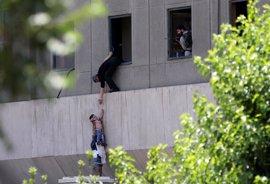 Doce muertos y cerca de 40 heridos por el doble atentado de Estado Islámico en Teherán