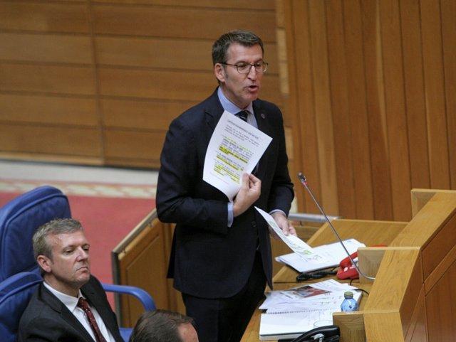 El presidente de la Xunta en el pleno del Parlamento.