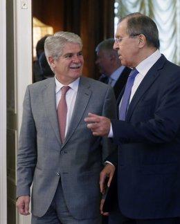 Alfonso Dastis con Lavrov en su viaje a Rusia