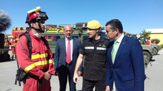 Antonio Sanz, en su visita a la UME de la Base de Morón de la Frontera
