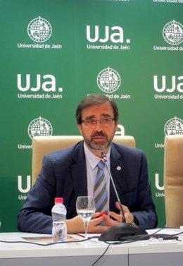 El rector de la Universidad de Jaén, Juan Gómez.