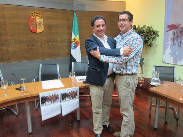 El alcalde de Marvâo y el de Valencia de Alcántara se abrazan