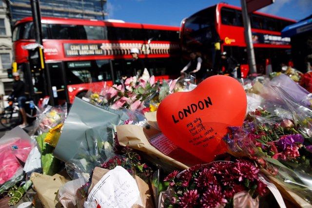 Flores en homenaje de las víctimas del atentado de Londres